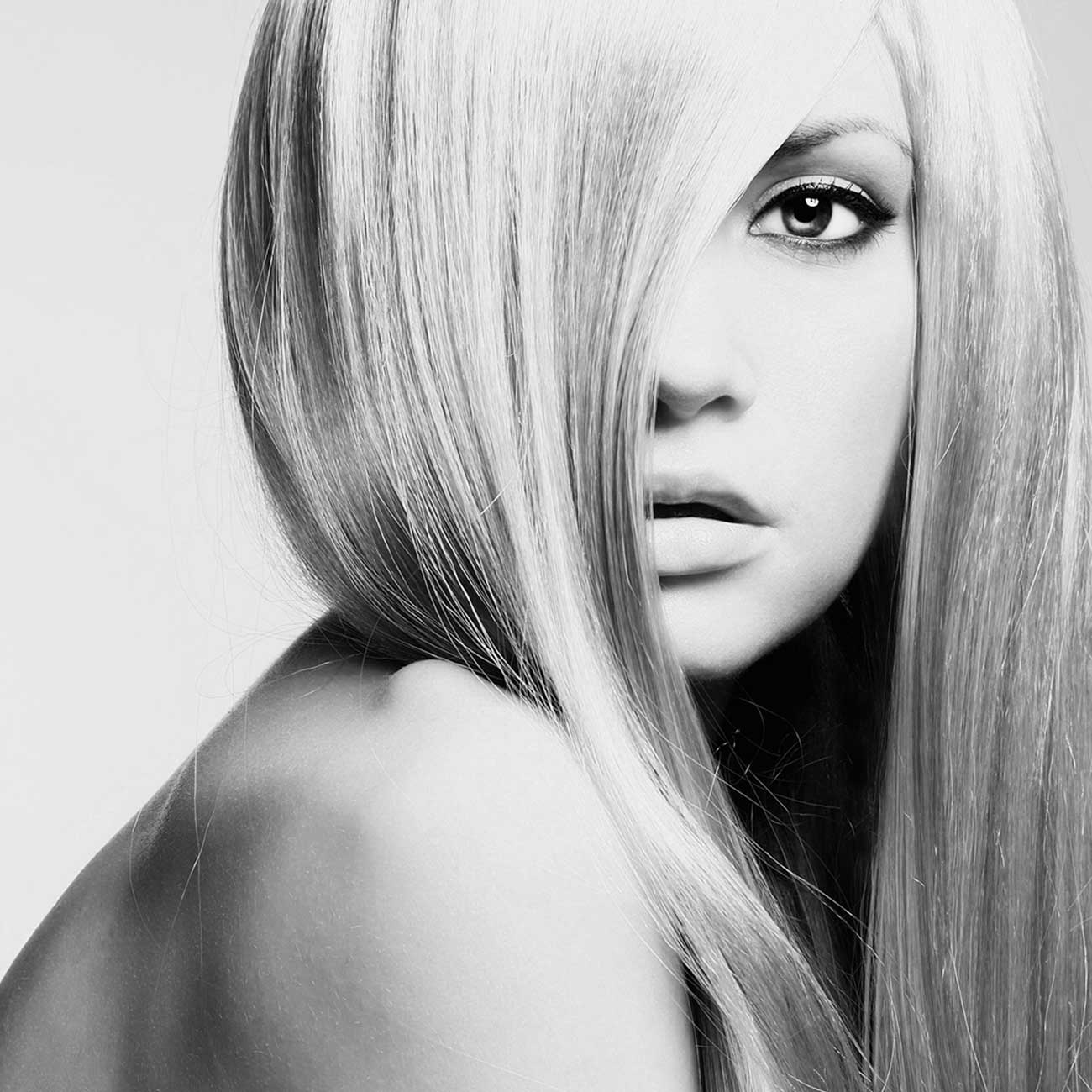woman-with-blonde-hair-extensions