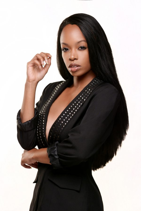 African-model-with-kinky-straight-human-hair-extensions