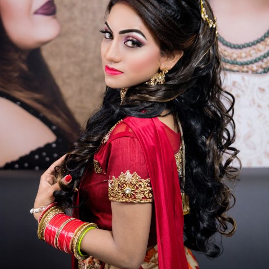 Indian-woman-wearing-traditional-dress-with-virgin-curly-bundles-hair-extensions